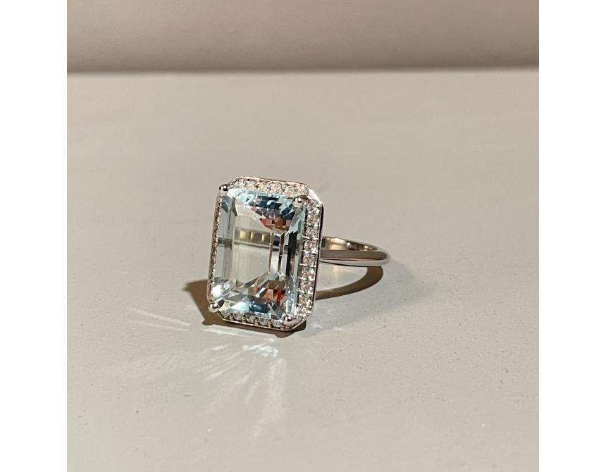 18ct White Gold Aquamarine & Diamond Cluster Ring